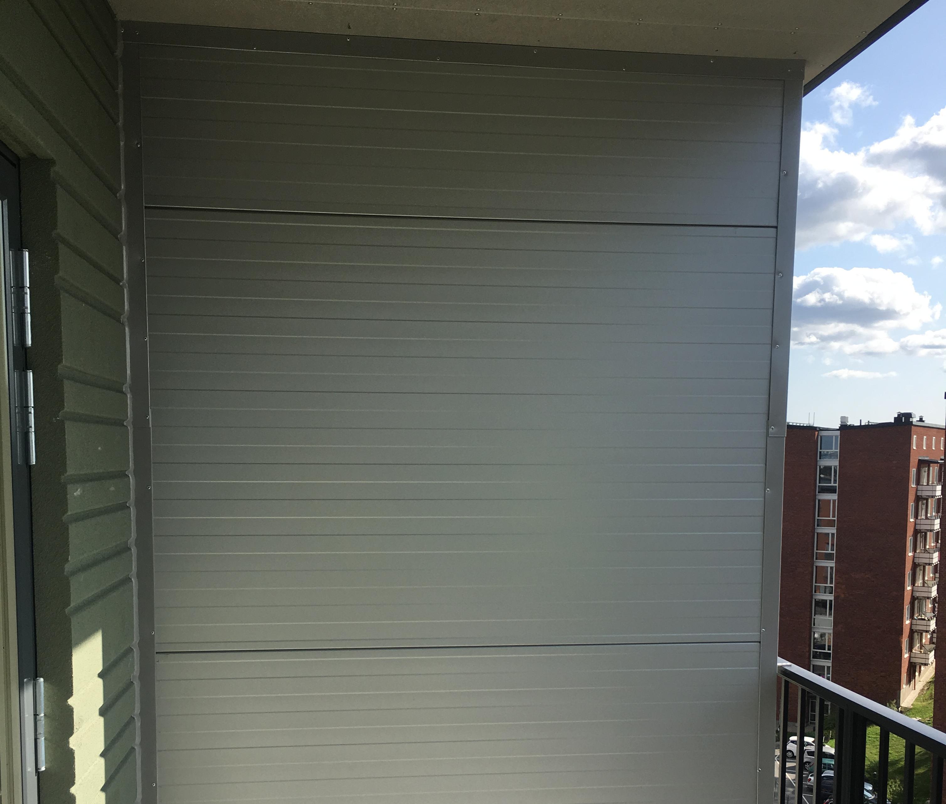 Vid inglasning av dubbelbalkonger krävs att mellanliggande vägg uppfyller minst brandteknisk klassE30