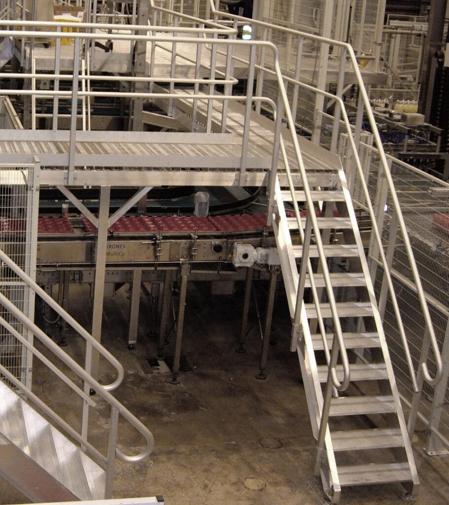 Trappor/lejdare/plattformar av aluminium, avsedda för bl.a. reningsverk, industrimiljö samt maskinkonstruktioner.
